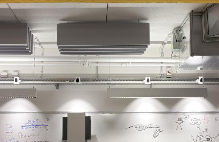 תכנון תקרה חשופה מיזוג אויר עם ספוגי אקוסטיקה