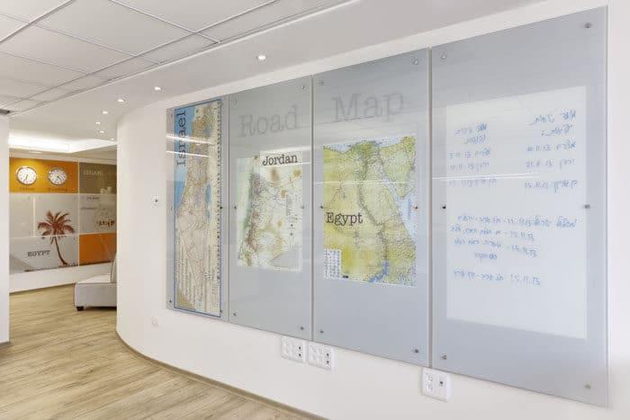 עיצוב מיתוג סביבת עבודה במשרדי חברת תיירות