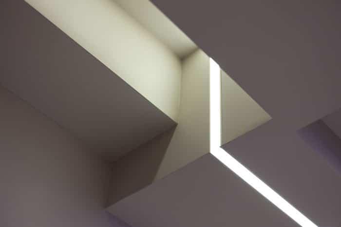 פס תאורה בקרניז תקרה