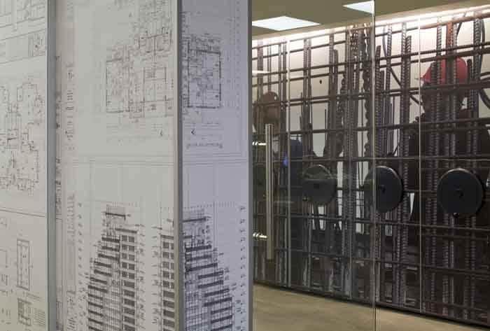 דקורציה דרך אלמנטים של עיסוק המשרד בעיצוב פנים למשרדי חברת בניה