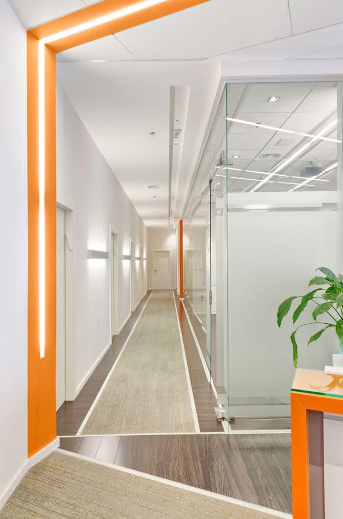עיצוב מסדרון עבור משרדי חברת ייבוא