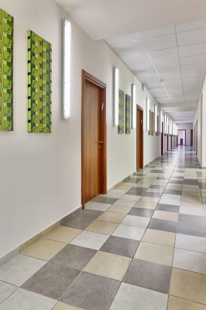 עיצוב מסדרון במשרדי חברת אינפינייט
