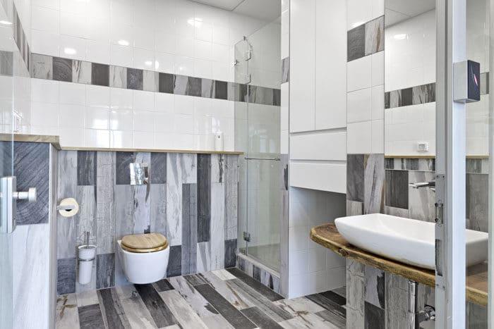עיצוב חדר שירותים במשרד