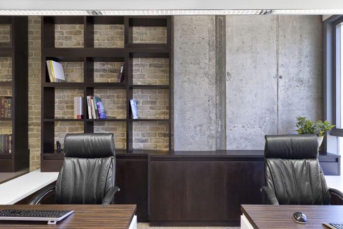עיצוב משרד משותף מעץ במשרדים באווירה נעימה וחמה