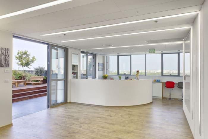 עיצוב משרדי חברת תיירות באווירה ביתית