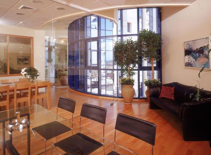 מבט על עיצוב משרד מעץ באוירה ביתית