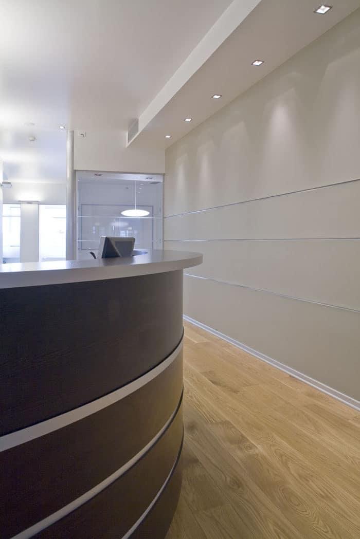 עיצוב דלפק קבלת קהל בכניסה למשרד