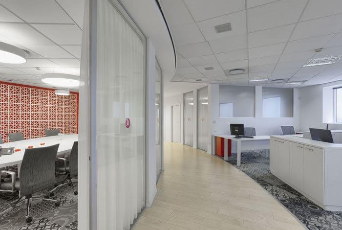 עיצוב משרדים לחברת תעופה. מבט על רצפה מונכרמטית בהדפסים שונים בשילוב עם רצפת פרקט