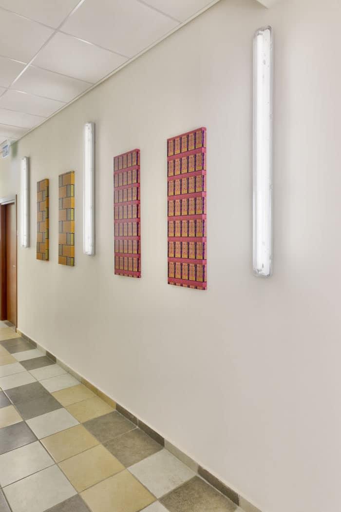 עיצוב קיר מסדרון לפי נושא תעסוקה החברה