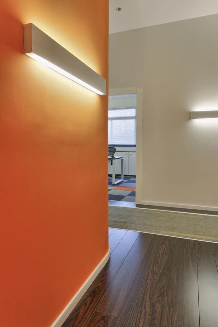 עיצוב תאורת קיר בעיצוב משרדים לחברת שילוח