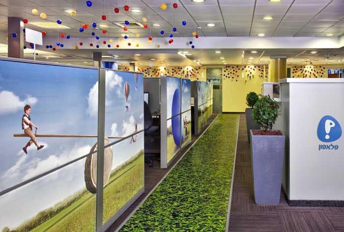 מיתוג סביבת עבודה במרכז שירות לקוחות של חברת תקשורת