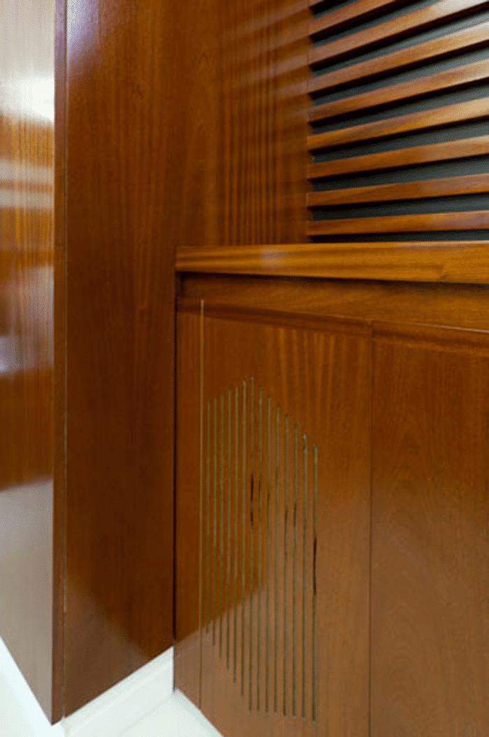 פרט נגרות מעץ במשרד לחברת קוסמטיקה