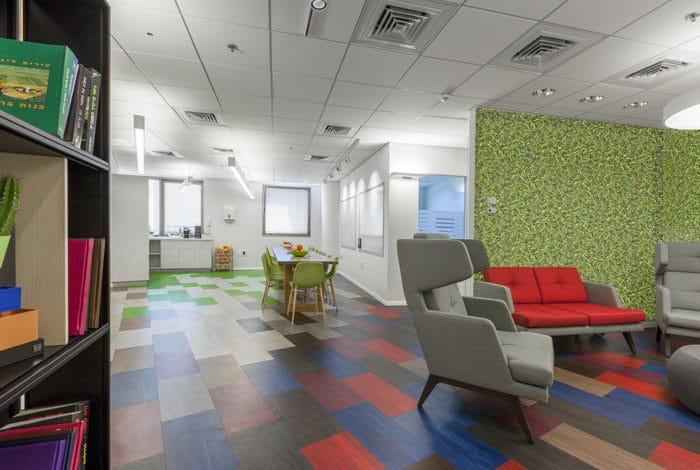 עיצוב משרדי סטארט אפ צבעוניים