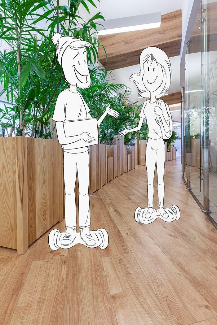 עיצוב מסדרון רחב עם צמחיה למפגשים בין עובדים ולגיבוש קהילת עובדים