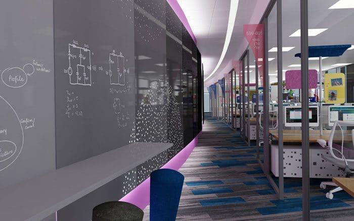 עיצוב מסדרון רחב עם לוחות כתיבה שמאפשר שיחות מסדרון, פגישות אקראיות ובאמצעותן גיבוש קהילה