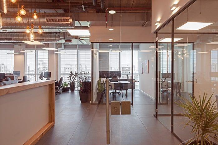 כניסה למשרדים