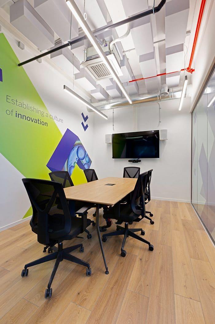 עיצוב חדר קטן לישיבות דיסקרטיות