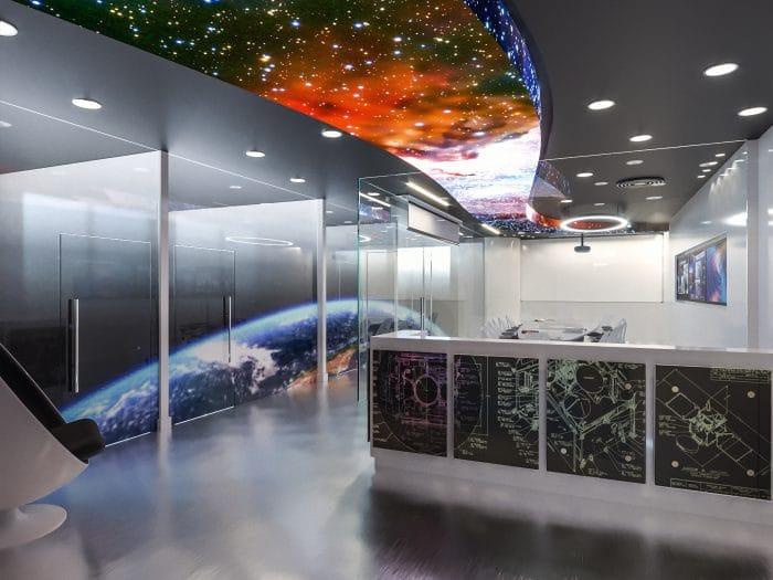 קונספט עיצוב משרדים לחברת לוויינים בהשראת גלקסיות