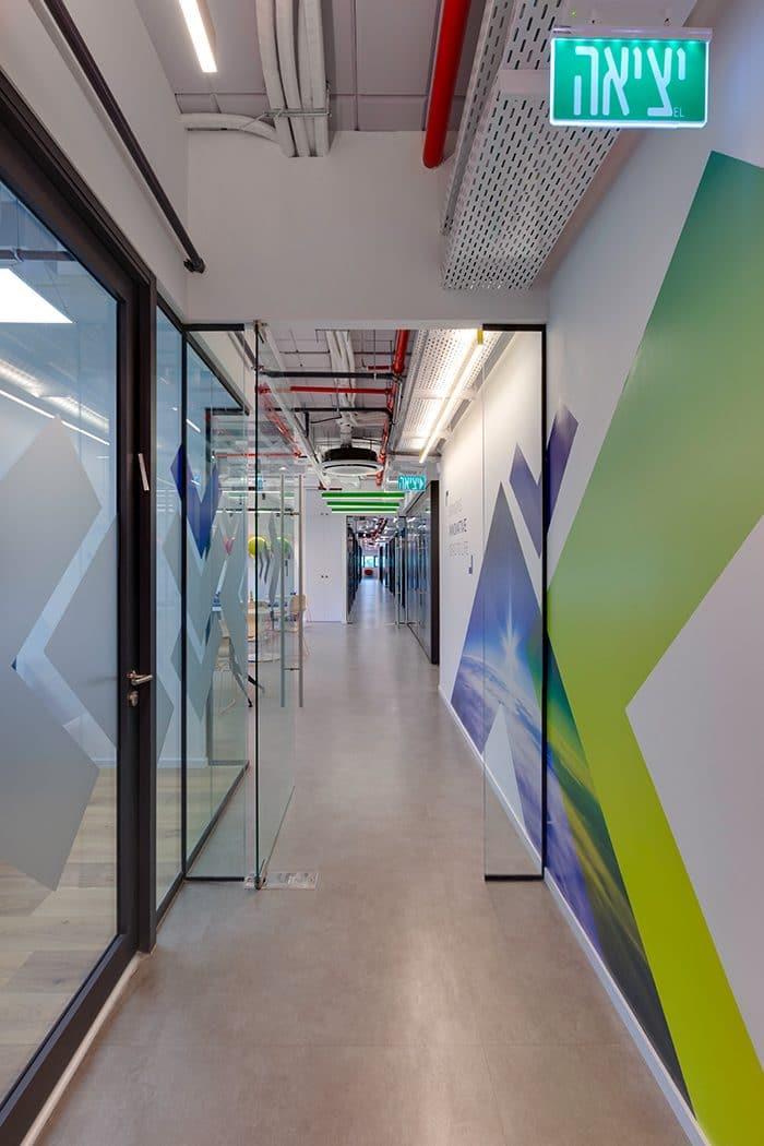 עיצוב מסדרון במשרדי הייטק